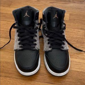 Air Jordan black gym shoes